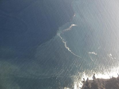 Foto del burbujeo observado al sur de la isla que los científicos ubicaron al oeste justo sobre la supuesta erupción.