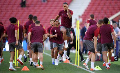 Van Dijk, durante el último entrenamiento del Liverpool en el Metropolitanio previo a la final de la Liga de Campeones.