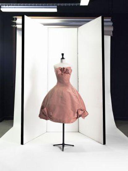 Un vestido expuesto en el Palais Galliera.