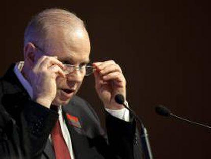 El ministro de Hacienda de Brasil, Guido Mantega, participa este 26 de agosto de 2013 en un encuentro con empresarios brasileños para discutir sobre cómo retomar el crecimiento económico del país en Sao Paulo (Brasil).
