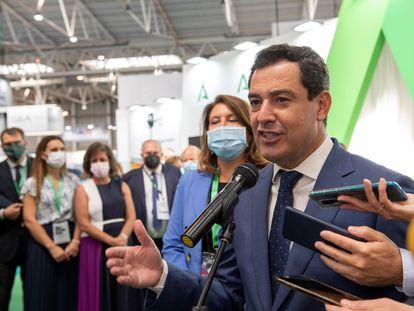 El presidente andaluz, Juan Manuel Moreno, atiende a la prensa en la inauguración de Expoliva 2021, en Jaén este miércoles.