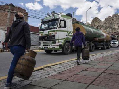 El desabastecimiento de combustible y carne eleva la tensión en La Paz. Al menos ocho personas han muerto en nuevos enfrentamientos entre manifestantes y las fuerzas de seguridad