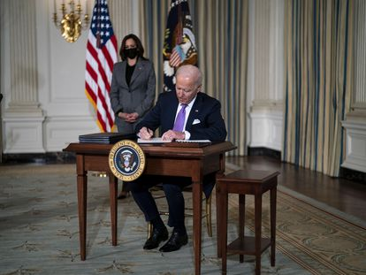 El presidente de EE UU, Joe Biden, junto a la vicepresidenta, Kamala Harris, en la Casa Blanca.