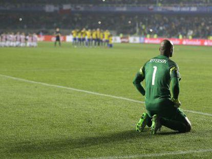 El portero brasileño Jefferson, durante la ronda de penaltis.