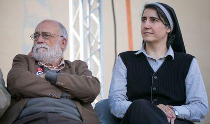Arcadi Oliveres y Teresa Forcades, en la presentación de Procés Constituent.
