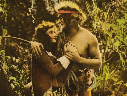 Figurar en la lista como el primer Tarzán de la historia del cine te reserva un lugar de honor en toda cronología que se precie. Elmo Lincoln, que ya había hecho algunas apariciones secundarias bajo las órdenes de D. W. Griffith, le tocó en suerte interpretar al primer hombre mono de la pantalla, peluca incluida. La actriz de teatro Enid Markey fue la encargada de robarle el corazón al buen salvaje y la selva africana se trasladó a las zonas pantanosas del estado de Luisiana.
