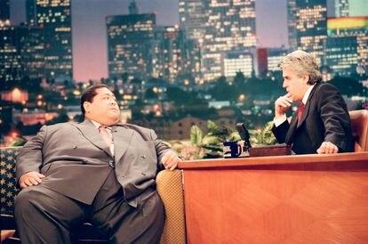 Jay Leno entrevista al luchador profesional de sumo Konishiki Yasokichi en 1998.