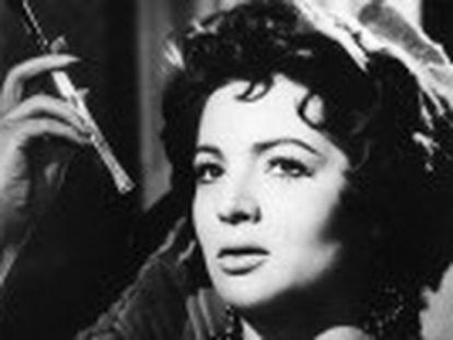 La intérprete, nacida en 1928 en Campo de Criptana (Ciudad Real), fallece en su casa en Madrid a los 85 años. La actriz conquistó Hollywood y protagonizó películas como  Veracruz ,  El último cuplé  o  Cinco almohadas para una noche  en 1974, el año en el que dejó el cine. La artista, una de las más cotizadas en España, fue conocida también por canciones como  Fumando espero  y  Bésame mucho .