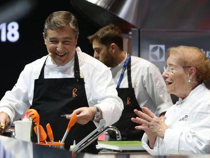 Joan Roca y su madre, Montserrat Fontané, en la charla que el chef de El Celler de Can Roca y su madre han realizado este martes en Madrid Fusión.