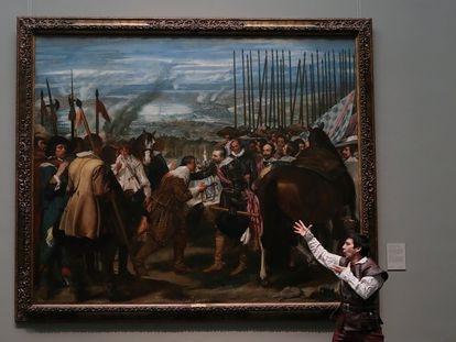 El actor Daniel Ortiz durante una de las representaciones de la supuesta obra de Fernán Gómez, en el Museo del Prado.