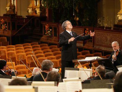Riccardo Muti, al frente de la Filarmónica de Viena en el concierto de Año Nuevo de 2021.
