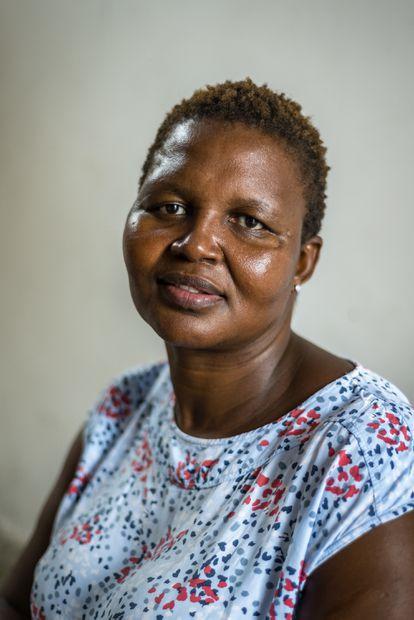 Busi Maqungo, 45 años, de Khayelitsa, Ciudad del Cabo. En 2000 perdió a su hija de siete meses por sida, ella también es seropositiva, contagiada por su pareja, que también murió de sida. Ahora tiene un hijo de cinco años que ha nacido sin el virus.