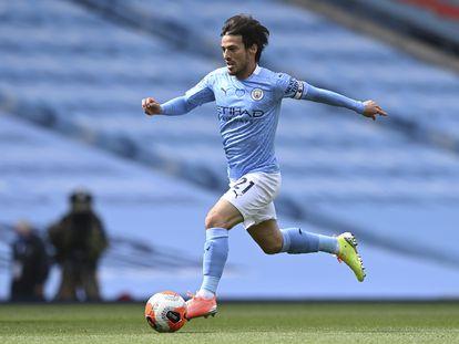 David Silva, durante un partido con el City.