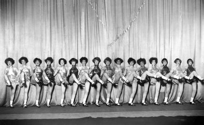 Las Alfred Jackson's Dancing Girls actúan en La Alhambra, Granada, un 2 de julio de 1928.