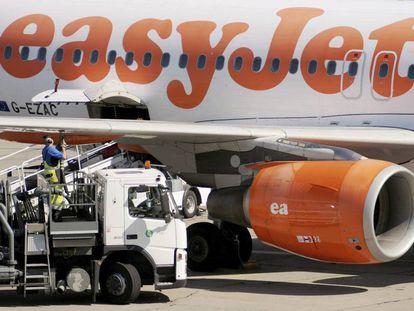 Un avión de la aerolínea británica EasyJet en el aeropuerto Berlín