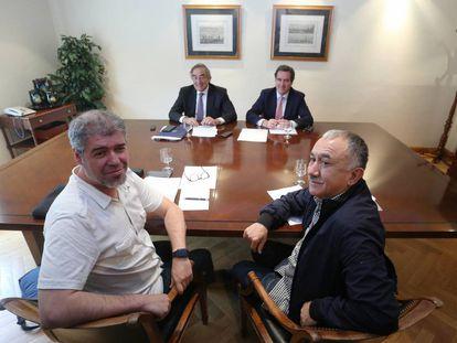 Los Secretarios Generales de UGT y CCOO, Pepe Álvarez y Unai Sordo, y los presidentes de CEOE y CEPYME, Juan Rosell y Antonio Garamendi, durante la firma del preacuerdo salarial el lunes