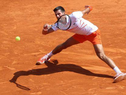 Djokovic, durante el partido contra Medvedev en Montecarlo.