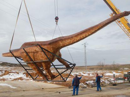 Recreación de un diplodocus de la empresa española Dinokinépolis.