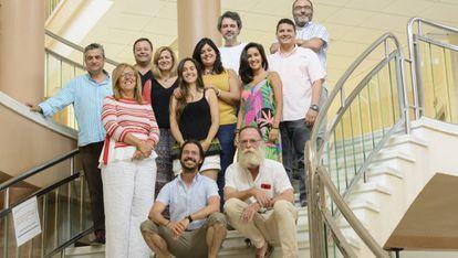 El grupo de investigación de genética de la UCA (Alejandro está sentado en primer plano y Silvia y Aglaya detrás de él con camiseta negra y mostaza).