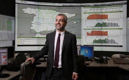 Maurici Lucena, en el centro del control de Aena en el aeropuerto de Madrid-Barajas