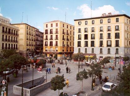 Primera reforma de la Plaza de Lavapiés acometida por la Empresa Municipal de la Vivienda y Suelo en 1997.