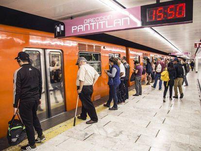 Un tren del subterráneo de Ciudad de México.