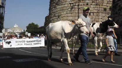 Concentración en Lugo contra el bajo precio de la leche esta semana.