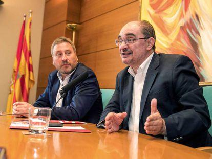 El secretario general del PSOE Aragón, Javier Lambán, y el presidente de Chunta Aragonesista, José Luis Soroada.