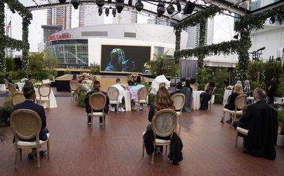 El público de los Grammy sigue la actuación de Billie Eillish desde el Los Angeles Convention Center el pasado domingo.