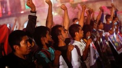 """Manifestación en memoria de la desaparición de los 43 estudiantes del Colegio Ayotzinapa """"Raúl Isidro Burgos"""" de Guerrero."""