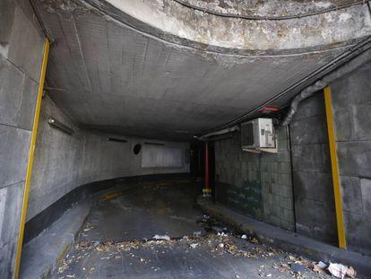 Entrada del aparcamiento, cerrado el verano pasado.