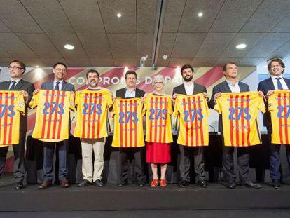 Los candidatos, en el acto de la firma del 'Compromís de país'.