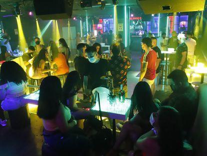 La discoteca Bachata de Barcelona en la primera noche que se permite reabrir a los clubs nocturnos.