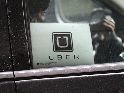 Un coche de Uber en un aeropuerto de Nueva York.