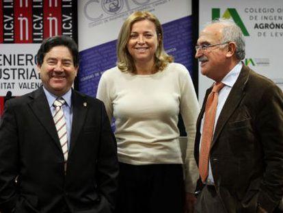 De izquierda a derecha, Javier Turégano, Mercedes Aviñó y Baldomero Segura en Valencia.