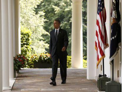 El presidente Obama se dispone a realizar el anuncio en la Rosaleda de la Casa Blanca.