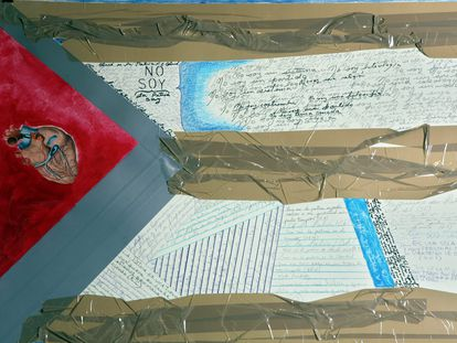 Obra 'El Consejo y yo' (2009), de la artista cubana Sandra Ceballos.