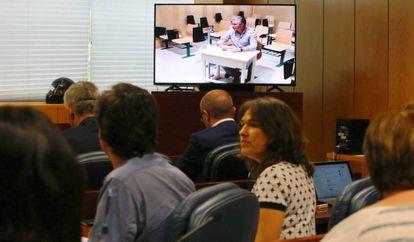 Francisco Granados comparece en la Asamblea desde la cárcel de Estremera.