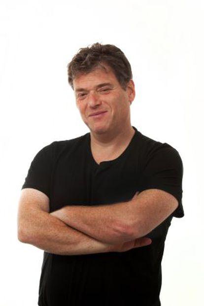 Andrew Keen tecnólogo y autor con una visión crítica del mundo digital.