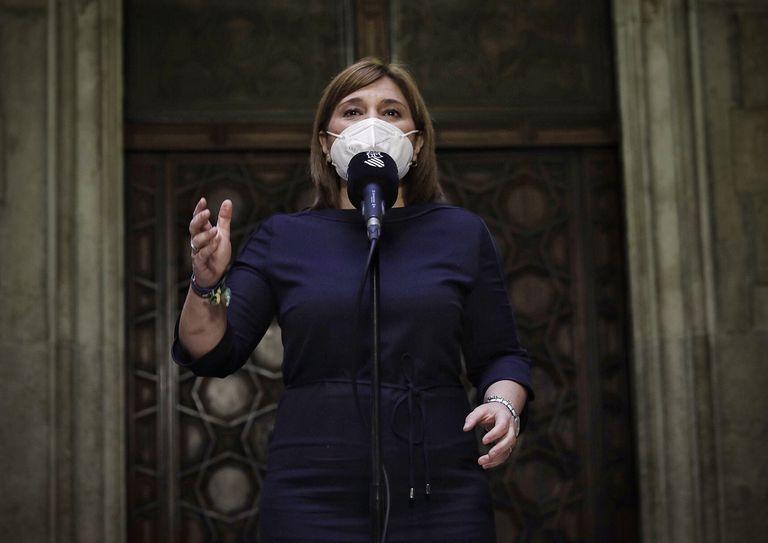 La portavoz parlamentaria y presidenta del PP valenciano, Isabel Bonig, en el Palau de la Generalitat tras entrevistarse con el presidente Ximo Puig.