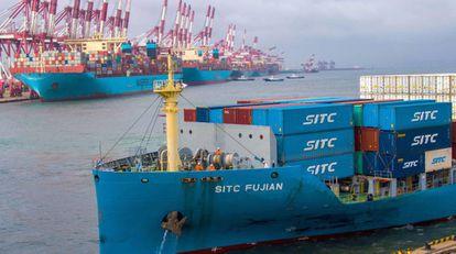 Porta contenedores en el puerto de la provincia china de Shandong