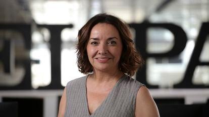 La nueva directora de EL PAÍS, Pepa Bueno, en la redacción del diario.
