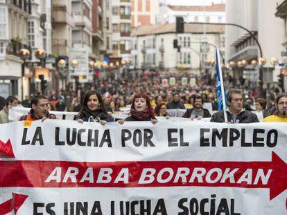 Cabecera de la manifestación que ha transcurrido por varias calles de Vitoria.