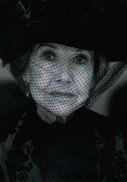 Ana María Ventura as the mother of the spinsters in Doña Rosita la soltera (2004) by Federico García Lorca.