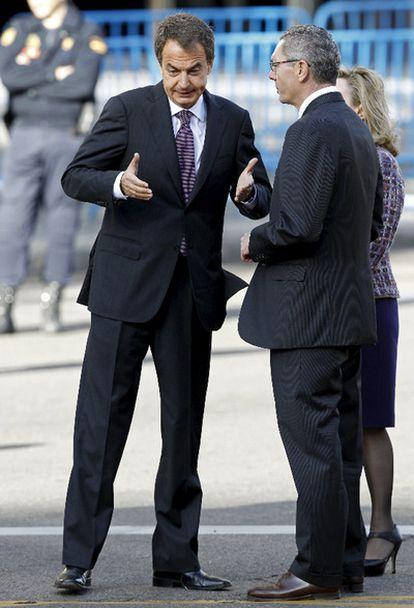 Zapatero y Gallardón conversan a su llegada a la Plaza de Lima de Madrid
