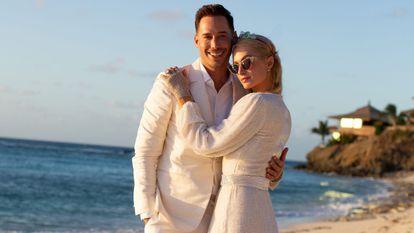 Paris Hilton y Carter Reum, en una imagen de su pedida de mano publicada en su web.