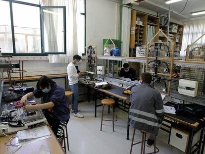 Alumnos que han retomado las clases en el Centro Formativo Ortxarkoaga, en Bilbao.