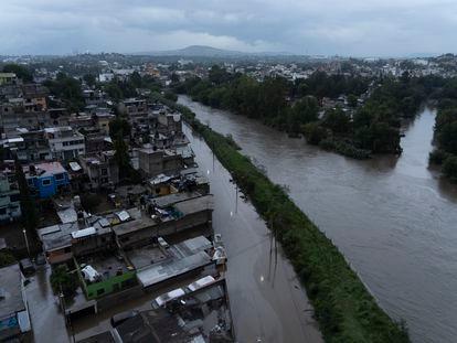 Vista aérea del Río Tula, que se ha desbordado y afectado el centro de Tula, Hidalgo.