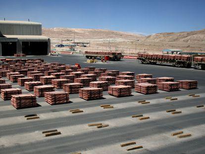 Cátodos de cobre listos para su comercialización, en la mina de BHP Biliton en Antofagasta (Chile).