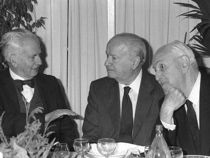 Desde la izquierda, Julio Caro Baroja, José Ortega Spottorno y Pedro Laín Entralgo, en un homenaje a Ortega Spottorno en 1988.